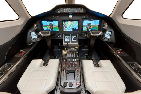 Cessna-Citation-Latitude-Cockpit.jpg