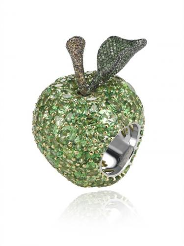 chopard-keeps-doctors-away-with-apple-ring_1.jpg