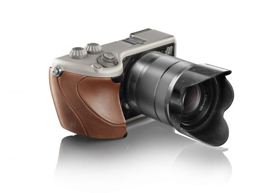 hasselblad_lunar_brown_tuscan_leather_and_titanium_pc8a8.jpg